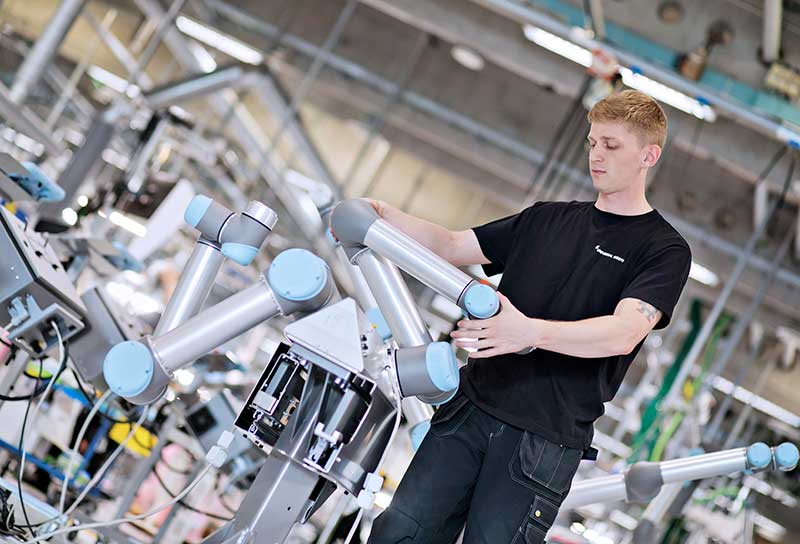 The Benefits of Using Universal Robots in Manufacturing Plants