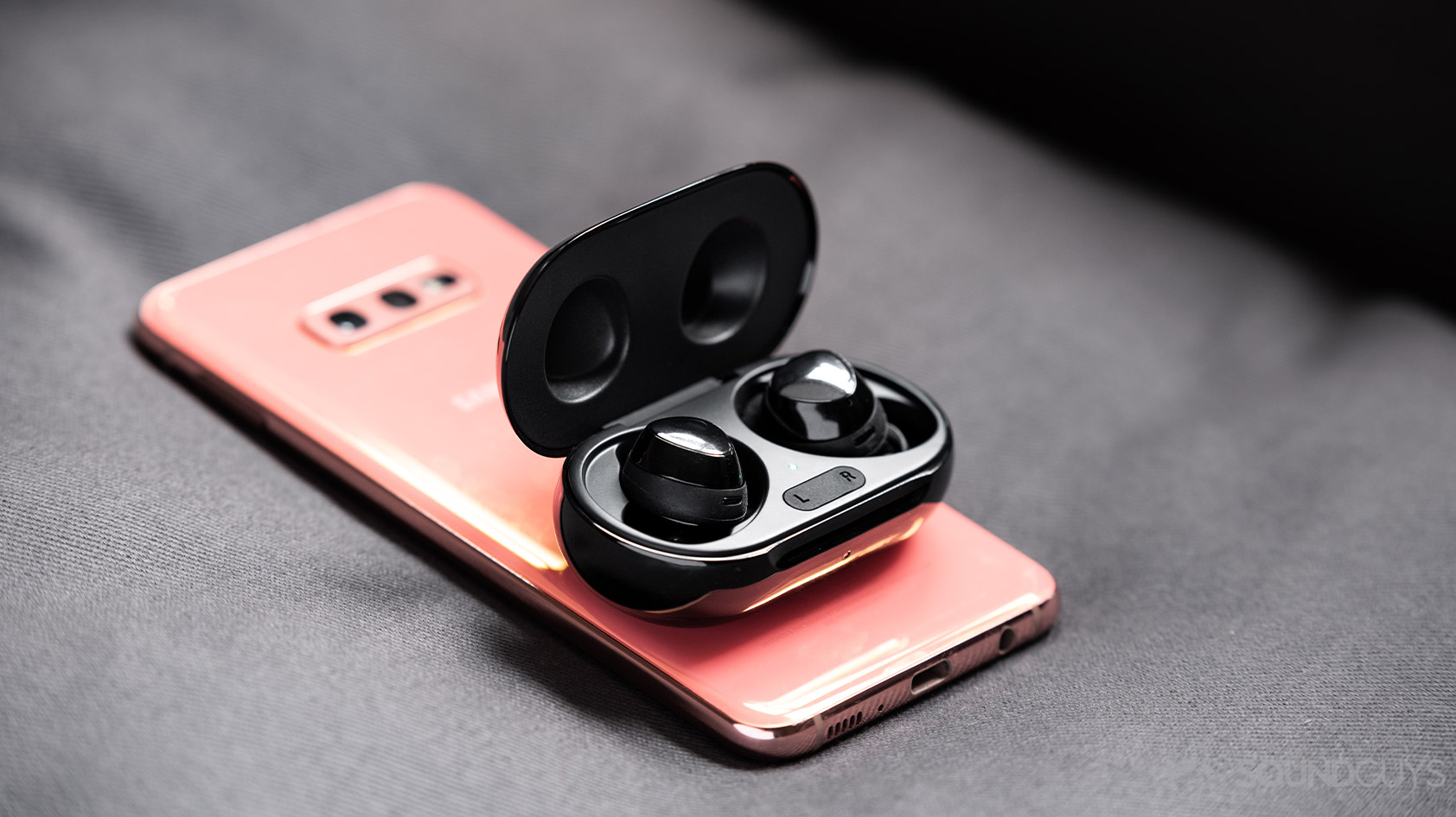 Top 7 phone supplies and accessories that your phone needs today!